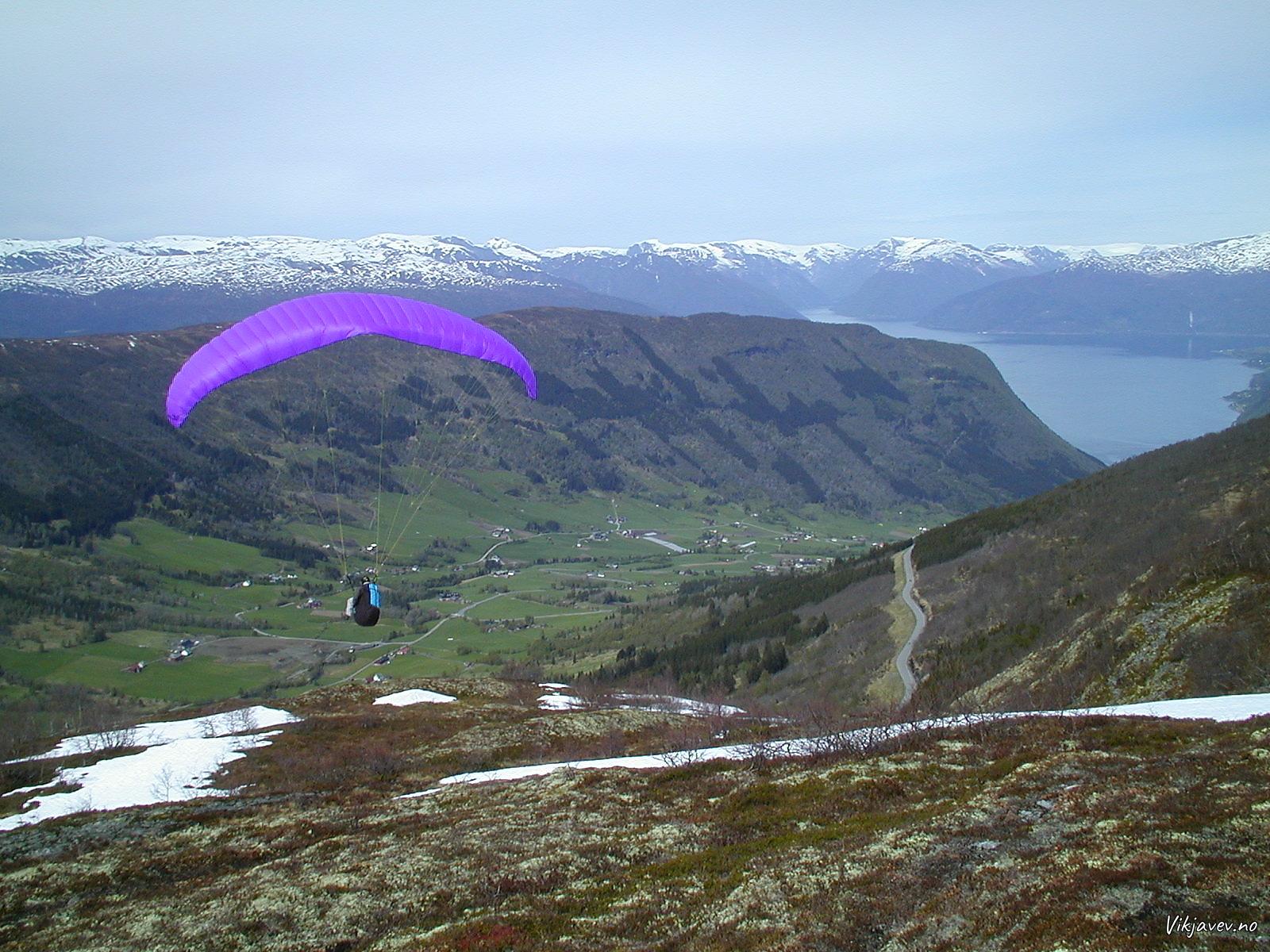 Paraglider over Bøadalen