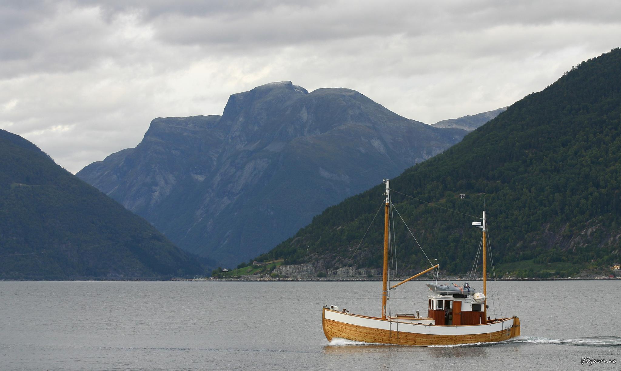 Båt ved Vangsnes