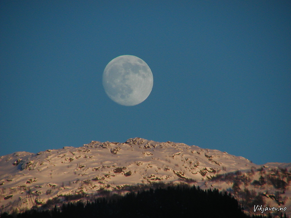 Månen står opp