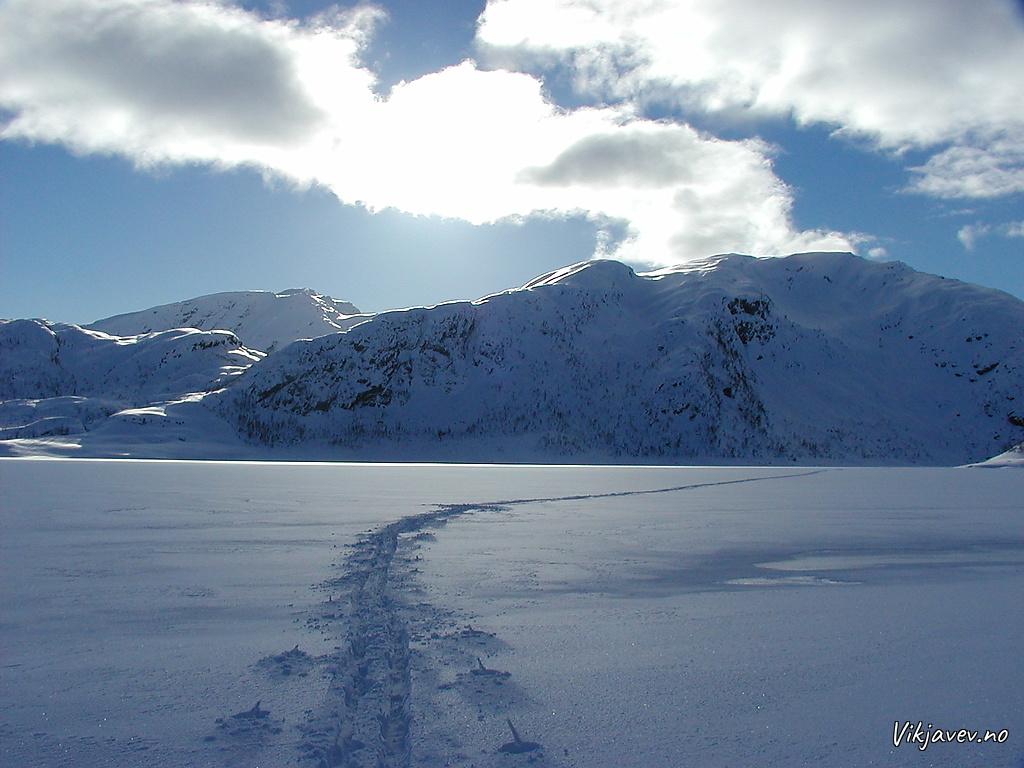 Skispor over Stølsvatnet
