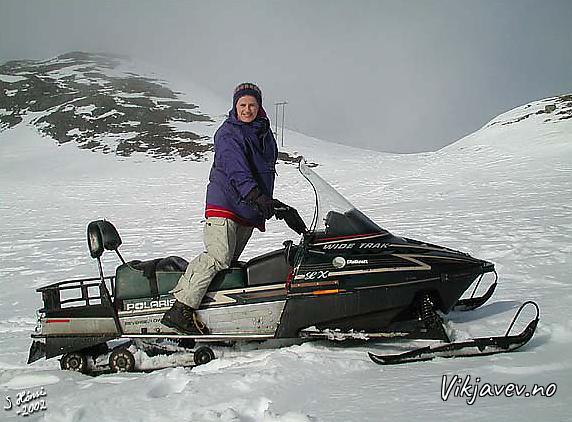 Gunhild på snøscooter