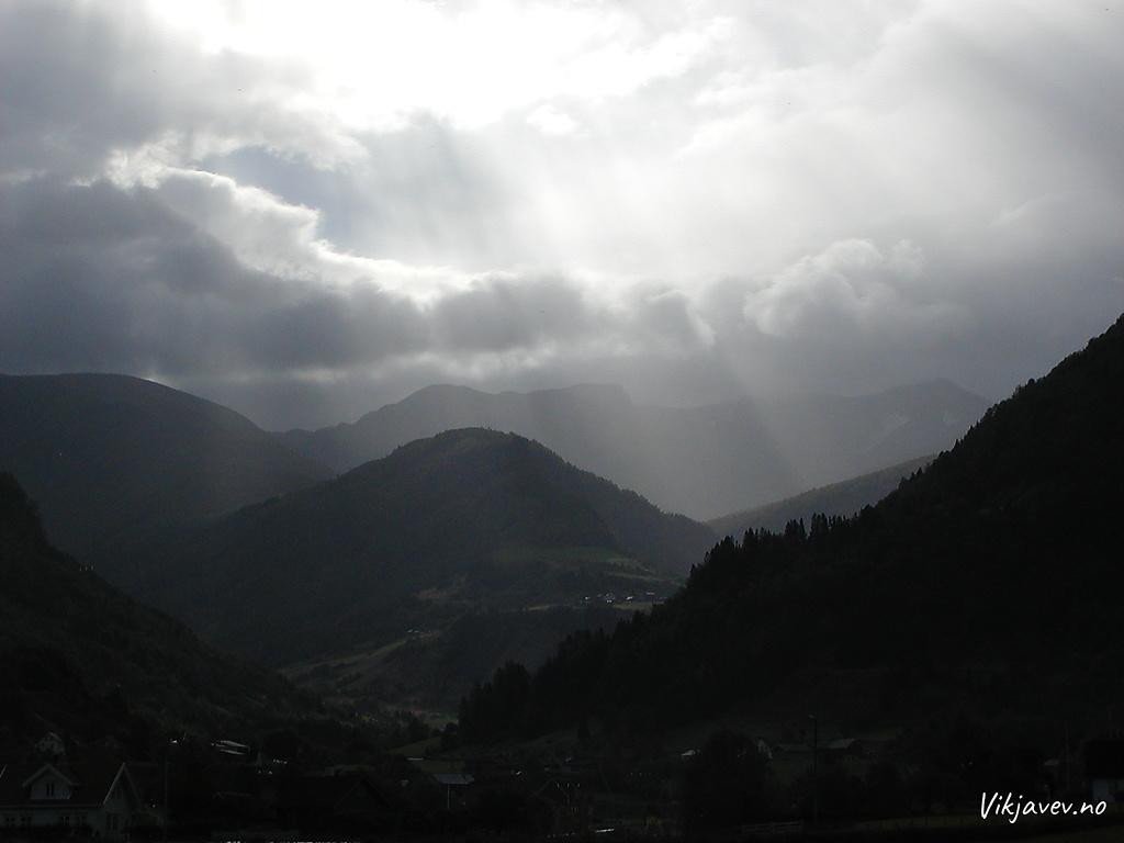 Lyssetjing over Svinadalsholtane