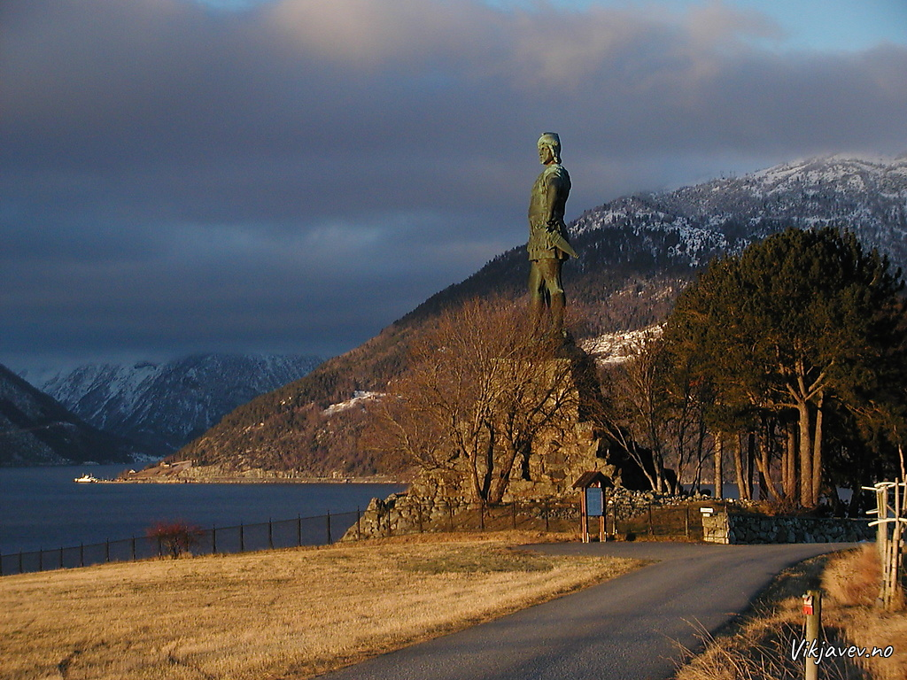 Fridtjov statue at Vangsnes