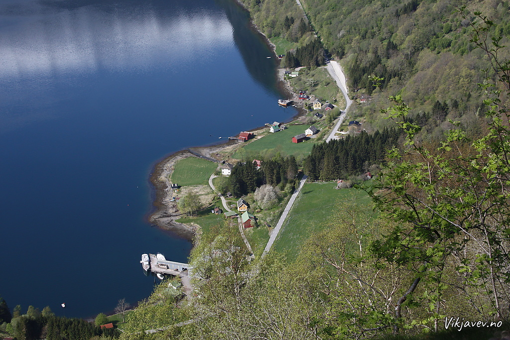 Utsikt mot Hola og Raudsteinane