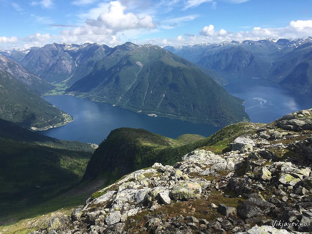 Vetlefjorden og Fjærlandsfjorden frå Tjuatoten